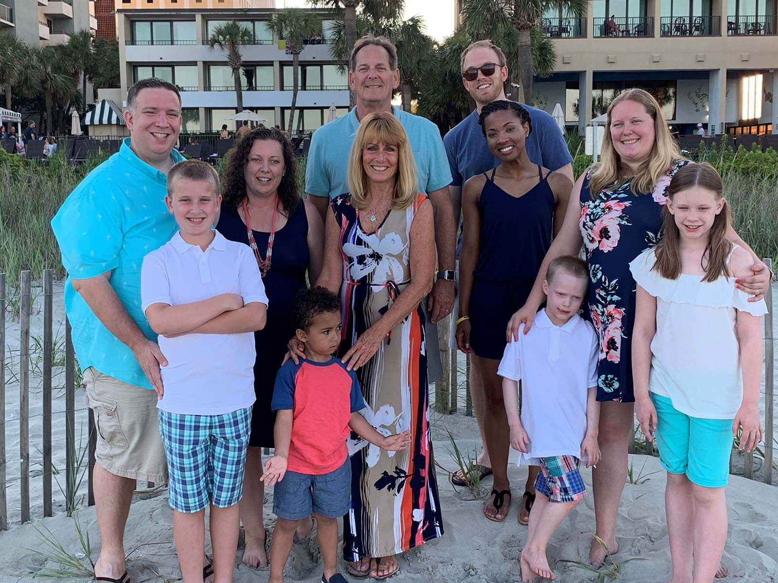 Big group of family members posing on the beach